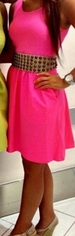 oops, just fell in love with this pink dress, and the heels!!