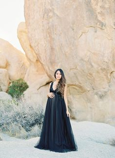 This maternity shoot not only captures a stunning mama, but also a stunning desert setting. Her chic maternity photos in Joshua Tree show off her baby bump. Cute Maternity Style, Chic Maternity, Maternity Dress Outfits, Maternity Portraits, Maternity Session, Maternity Pictures, Maternity Wear, Maternity Photography, Pregnancy Looks