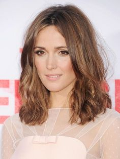 Rose Byrne's loose, wavy, medium-length layers with peachy blush and soft pink lips | allure.com