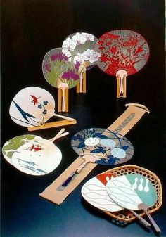 Japanese paper fans known as 'Uchiwa' Hobbies For Women, Hobbies To Try, Japanese Design, Japanese Style, Japanese Colors, Japanese Patterns, Japan Kultur, All About Japan, Turning Japanese