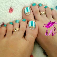 هذه #أظافر اليوم  It's Monday Pedi Time: Studded Half Moon Mint and White Toe Nails #rebeccanakhle #nails #nailpolish #pedi #pedicure #nailart #naildesign #instanail #instanails #nailaddict #naillove #naillover #showmynails #nailartwow #nailartvillage #vegas_nay #laurag_143 #nails2inspire #toes #toenails #feet #doubletab #nailporn #oje #jbeil #byblos #lebanon #turkey #istanbul