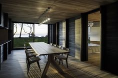 Image 4 of 14 from gallery of Michigan Lake House / Desai Chia Architecture + Environment Architects. Photograph by Paul Warchol