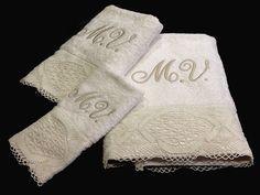 Tradicionalmente, las familias preparaban el famoso Ajuar, que la futura novia llevaría a su nuevo hogar. Durante meses,se reunían por las tardes; a cortar, a bordar, distintos modelos de manteles, ropa de cama, camisones, batas. A los que la más habilidosa le bordaba las iniciales de la futura pareja.  Actualmente es un bonito regalo de boda, regalar sábanas o toallas bordadas con las iniciales. Disponemos de muchos modelos a elegir en http://www.lagarterana.com/
