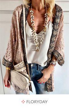 Buy Women Fashion Plus Size Batwing Long Sleeve Floral Printed Casual loose Chiffon Kimono Cardigans at Wish - Shopping Made Fun Kimono Fashion, Women's Fashion Dresses, Boho Fashion, Womens Fashion, Trendy Fashion, Hippie Outfits, Chic Outfits, Chiffon Kimono, Bohemian Mode