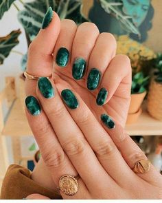 marble mani, inspired by my one and only coffee table ✔️ (swipe right) a. Green marble mani, inspired by my one and only coffee table ✔️ (swipe right) as always, nails by the incredible and rings by Nail Polish Trends, Nail Trends, Green Nail Designs, Nail Art Designs, Nail Polish Designs, Cute Nails, Pretty Nails, Hair And Nails, My Nails