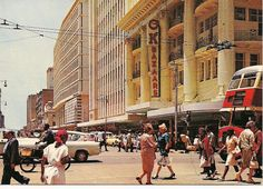 Eloff Street Johannesburg - Hierdie strate het ek plat geloop in die maar deesdae waag niemand dit meer daar nie Old Pictures, Old Photos, Johannesburg City, My Family History, Historical Pictures, East London, Countries Of The World, Land Scape, Live