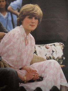 July Lady Diana Spencer watching her fiance, Prince Charles at the Imperial International Polo Match at the Guards Polo Club, Windsor. Princess Diana Fashion, Princess Diana Pictures, Princess Diana Family, Royal Princess, Princess Of Wales, Jessica Stam, Spencer Family, Lady Diana Spencer, Charles And Diana