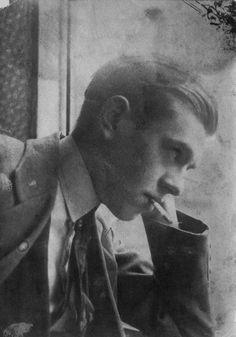 Painter/designer/surrealist René Magritte aged 16 in 1914, from: Patrick Roegiers, Magritte et la Photographie, 2005