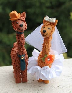 Llama wedding cake topper with personalized banner by PerlillaPets