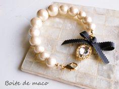 ガラスストーンとコットンパールブレス by Boite de maco アクセサリー ブレスレット