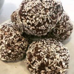 Yummy Swedish Oat and Chocolate balls today! Delicious with a cup of @glenlyoncoffee #sweettreats #notjustforelevenses #keepyougoingallafternoon #refinedsugarfree #marchmont #edinburgh #brochancafe