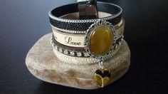 Leren armband gemaakt in beige/bruintinten van o.a. tekst leer (LOVE) & Dark Brown/Black Ray with Silver Chain & strassleer met mooie cabochon en magneetsluiting. € 25,=