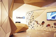 Il Prisma has designed the new offices of employment networking company LinkedIn, located in Madrid, Spain. The sun is the center of the Spanish culture, Office Interior Design, Office Interiors, Interior Design Inspiration, Office Designs, Fashion Inspiration, Reception Desk Design, Office Reception, Design Ppt, Wall Design