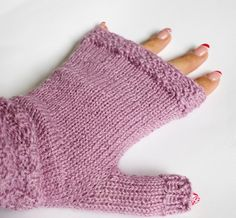 Mitten series is finished and I thought I separate the patterns for easier access (as I did with the sock series). I think it's less confusing this way. Enjoy! Swatch and calculations Let's s…