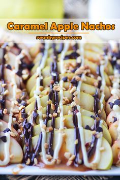 Caramel Apple Nachos Gourmet Apple Nachos with white chocolate, chocolate chips, caramel sauce and chopped nuts. Make this fun dessert for an after schoo Gourmet Caramel Apples, Caramel Apple Crisp, Caramel Apple Cheesecake, Classic Desserts, Fun Desserts, Fruit Appetizers, Healthy Desserts, Crepes, Cookie Recipes