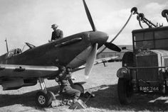 """Spitfire Mk I LZ-N is refuelled at RAF Gravesend in September 1940. The aircraft was assigned to S/L Rupert HA """"Lucky"""" Leigh of No 66 Squadron RAF and was downed in combat over Westerham on 17 October, carrying P/O Hugh W Reilley, aged 22, to his death."""
