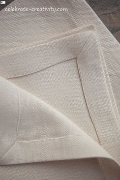 Mitering Fabric How to Get Perfectly Pointy Inside Corners - Celebrate Creativity Sewing Lessons, Sewing Hacks, Sewing Crafts, Sewing Mitered Corners, Sewing Circles, Linen Napkins, Sewing Accessories, Quilt Bedding, Couture