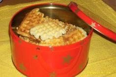 Tørre Vafler 2 Egg 1dl Sukker 100g Margin 3½dl Potetmel 1ts Kardemomme 1ts Bakepulver Slik gjør du: *Pisk egg ...