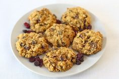 Pumpkin oatmeal cookies with dried cranberries and choco chips Pumpkin Oatmeal Cookies, Oatmeal Cookie Recipes, Oatmeal Chocolate Chip Cookies, Pumpkin Dessert, Chocolate Chips, Pumpkin Recipes, Fall Recipes, Sweet Recipes, Holiday Recipes