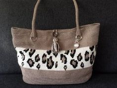 Mochila look-alike ovale tas met luipaardprint.