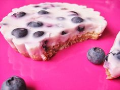 Yoghurtpie with blue berries Healthy Cheesecake, Healthy Cake, Healthy Treats, Healthy Baking, Baking Recipes, Snack Recipes, Dessert Recipes, Good Food, Yummy Food