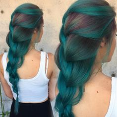 Mermaid teal ombre hair color style. Love this hairstyle so much.