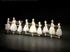 I Thought This Was A Normal Ballet Performance Until The Music Changed. Now I Can't Stop Laughing!!