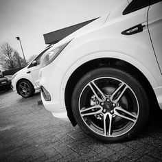 Nice Ford Kuga ST-line spotted #fordkuga2017 #kuga #fordkuga #fordescape #escape #fordkugafamily #diamantweiß #platinumwhite #wheels #19inch #shiny #showroom #fordsofinstagram #stline #instaford #fordfanatics #fordfansbelgium #twins @fordbelgium @fordfansbelgium
