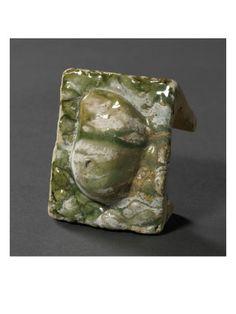 Brique à alvéole unique triangulaire: galet par BERNARD PALISSY - Musée national de la Renaissance (Ecouen)