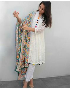 You can enhance any plain suit with phulkari dupatta Pakistani Dresses Casual, Pakistani Dress Design, Indian Dresses, Eid Dresses, Indian Attire, Indian Wear, Kurta Designs, Blouse Designs, Plain Kurti Designs