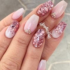 35 Unique Wedding Nails Design Ideas The Bride Should Try - Nail Art Connect Pink Glitter Nails, Glam Nails, Bling Nails, My Nails, Glittery Acrylic Nails, White Nails, Elegant Nails, Stylish Nails, Gold Nail Designs