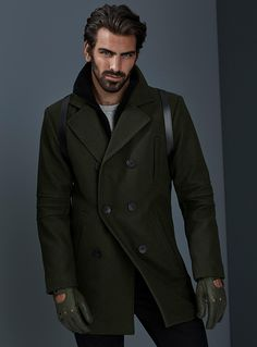 Exclusively from Le 31 for men     An essential urban coat made in rich and velvety faux-felted wool   Structured, double-breasted design   Removable inner bib with a ribbed knit collar for a 2-in-1 look   Embossed pleats on the sleeves   Recessed cuffs    The model is wearing size 40