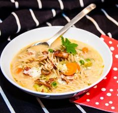 Ost, Lchf, Cheeseburger Chowder, Ramen, Curry, Food And Drink, Snacks, Cooking, Ethnic Recipes