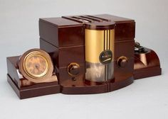 Airite Model 3010 Desk SET Bakelite Tube Radio ART Deco