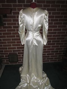 Vintage 1940s Gorgeous Creamy Ivory Satin Beaded by funoldstuff