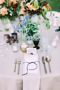Our Bone Velvet Napkin brings a soft neutral touch to this wedding. Design/Coordination @luxeeventssd Photographer @petulapeaphotography Flowers @flowersannettegomez Venue @vistavalleycountryclub Rentals @adorefolklore