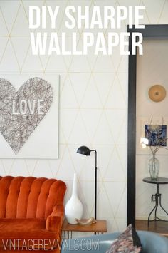 DIY Sharpie Wallpaper Tutorial (This is Life Changing!) - Use a sharpie paint pen to create a custom design I like how subtle the design is Sharpie Projects, Sharpie Crafts, Diy Projects To Try, Sharpie Wall, Sharpie Paint Pens, Gold Sharpie, Sharpies, Sharpie Artwork, Sharpie Markers