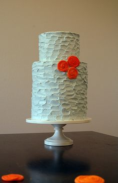 Love the texture of the buttercream :0)   by emmacakes (flickr)