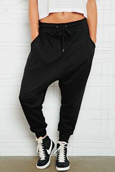 Sparkle & Fade Drop Crotch Slub Sweat Pants at Urban Outfitters .with high tops :) Hip Hop Fashion, Tomboy Fashion, Look Fashion, Urban Fashion, Gq Fashion, Fashion Outfits, Style Sarouel, Sarouel Pants, Harem Pants