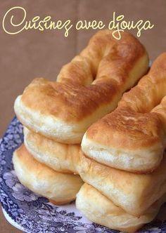 recette de délicieux beignets faciles et légers avec une pâte à beignet au yaourt qui apportera une texture super moelleuse. Saupoudrés de sucre glace