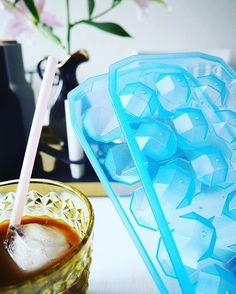 -Eiswürfelbereiter  Ich dreh durch  Als derzeitiger Junkie das perfekte Beiwerk ️ Mein Sommer ist gerettet  #accessories #accessory #coffee #cubes #design #details #diamant #diamonds #eiswürfel #goodmorning #Hamburg #hh #home #icecube #icecubetray #icedcoffee #kaffee #summer #tchibo