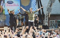 Thank you to everyone who came out or watched Good Morning America last Friday! It was truly amazing! #EnriqueOnGMA #Bailando Sean Paul Descemer Bueno http://smarturl.it/EnriqueSEXANDLOVEDiT