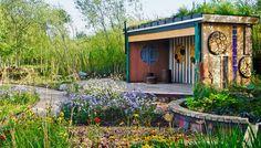 Planter i RBC Rain Garden Se, hvordan du kan anlægge en skøn regnhave med rislende vand, frodige planter og et rigt dyreliv.