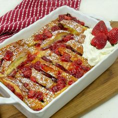 Baked Strawberry French Toast What's For Breakfast, Breakfast Items, Breakfast Dishes, Breakfast Recipes, Breakfast Casserole, Breakfast Biscuits, Breakfast Options, Strawberry French Toast, Strawberry Syrup