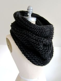 Magnum Cowl - free pattern at link 2 skeins Cascade Magnum 1 set of 12 mm / Circular Knitting Needles, Easy Knitting, Knitting For Beginners, Loom Knitting, Knitting Patterns Free, Free Pattern, Cowl Patterns, Crochet Scarves, Knit Crochet