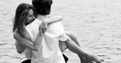 """Nós homens nos caracterizamos por ser o sexo forte, embora muitas vezes caiamos por debilidade.Um dia, minha irmã chorava em sua casa… Com muita saudade, observei que meu pai chegou perto dela e perguntou o motivo de sua tristeza.Escutei-os conversando por horas, mas houve uma frase tão especial que meu pai disse naquela tarde, que até o dia de hoje ainda me recordo a cada manhã e que me enche de força.Meu pai acariciou o rosto dela e disse: """"Minha filha, apaixone-se por Um Grande Homem e…"""
