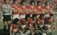 Inter. Sport Club Internacional | 1976   Manga, Cláudio Duarte, Figueroa, Vacaria, Marinho Perez e Falcão; Valdomiro, Jair, Dario, Caçapava e Lula.