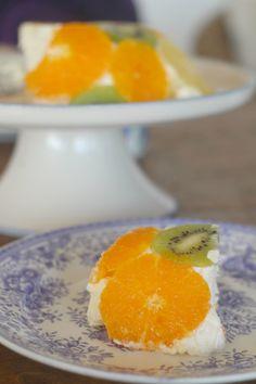 Hedelmä-Lotta on herkullinen ja raikas jälkiruoka. Se syntyy helposti vaikka ilman uunia ja on kaunis ja terveellinen, katso ohje tekstistä.