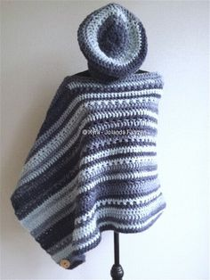 #Omslagdoek #sjaal #haakpatroon #patroon #haken #gehaakt #crochet #pattern #scarf #shawl #poncho #DIY #asymmetrisch #barret #cap #muts Het patroon (NL) is beschikbaar via: The pattern (English-US) is available at: www.xyracreaties.nl www.ravelry.com/stores/xyra-creaties www.etsy.com/shop/XyraCreaties