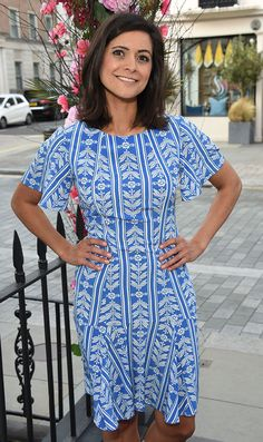 Lucy Verasamy Twitter: ITV weather star previously revealed she gets compliments about her arms Itv Weather Girl, Weather Girl Lucy, Hottest Weather Girls, Alex Kingston, Tv Presenters, White Girls, Most Beautiful Women, Occasion Dresses, Celebrity Style